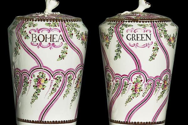 Vases to store tea decorated with vines