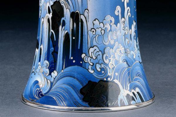 Waterfall Vase, by Namikawa Yasuyuki (1845-1927)