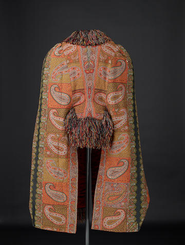 Back of a winter Kashmir shawl with fringed collar and sleeves