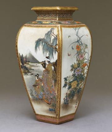 Kyō-Satsuma vase from the workshop of Hōzan; Ashmolean Museum, EA1990.1237